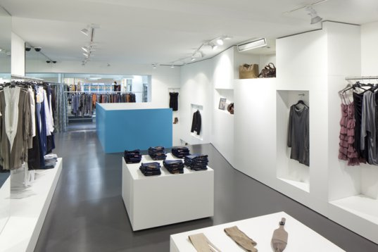 Inside Fashion Store / Söhne & Partner architects